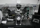 Invertovaný fluorescenční mikroskop DeltaVision s laserovou fotomanipulací